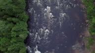 Luftaufnahme des Fischer-Fliegenfischen in Fluss