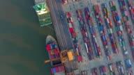 Luchtfoto van industriële haven