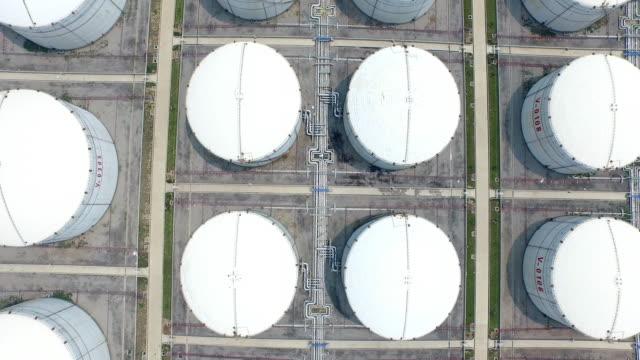Luchtfoto van benzine industriezone shoot door drone, 4k