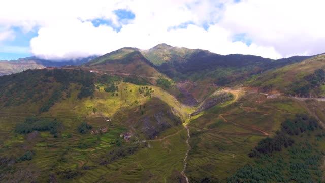 Aerial View Road auf Green Mountain in Landschaft, Guizhou Provinz, China, Luftbild