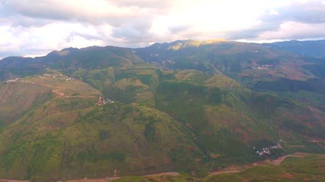 Luftaufnahme des malerischen Dorf in bunt-Tal, Guizhou Provinz, China