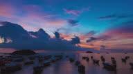 Luftaufnahme von atemberaubenden Insel Lipe zusammen mit goldenen Sonnenschein