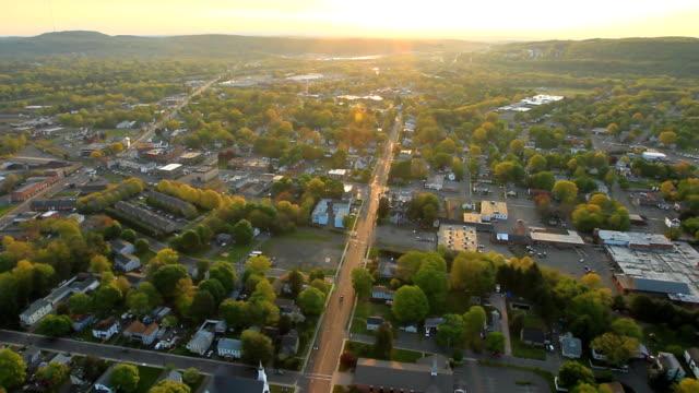 Veduta aerea di tramonto sull'ambiente suburbano