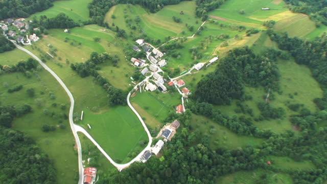 HD: Luftaufnahme auf Dörfer
