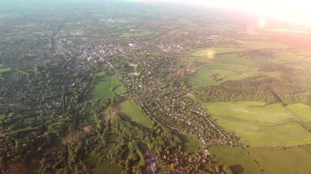 Vista aerea della città e Paese nel sole.   HD