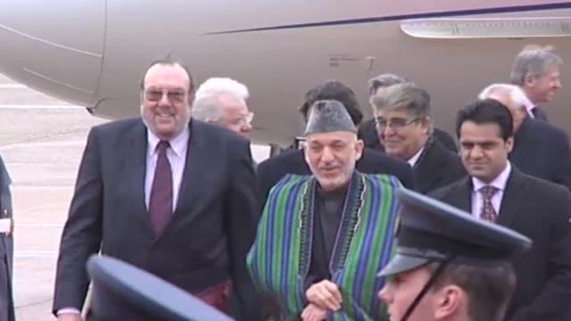 Afghan Hamid Karzai arrives in London for talks on Afghanistanwalks through RAF guard of honour