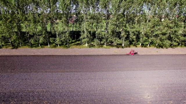 Landwirtschaft Traktor gepflügt Luftaufnahme – ein Feld