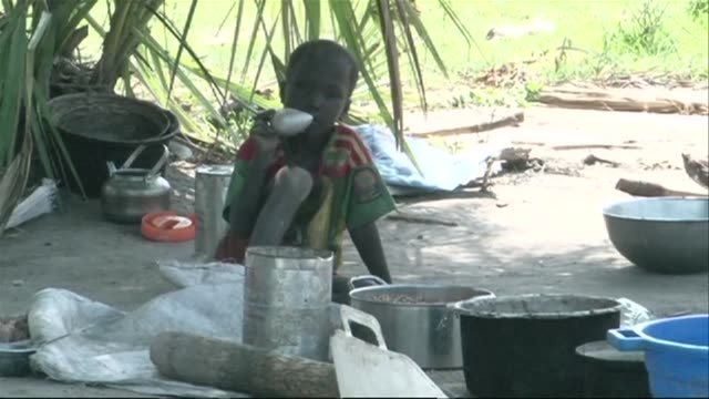 Aid organisations are distributing aid to internally displaced people in South Sudans Mayendit County