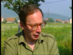 CONFLICT Air strikes threatened BOSNIA AND HERZEGOVINA Vitez MS Malcolm Rifkind MP out of jeep and along PAN LR TGV British soldiers with UN berets...