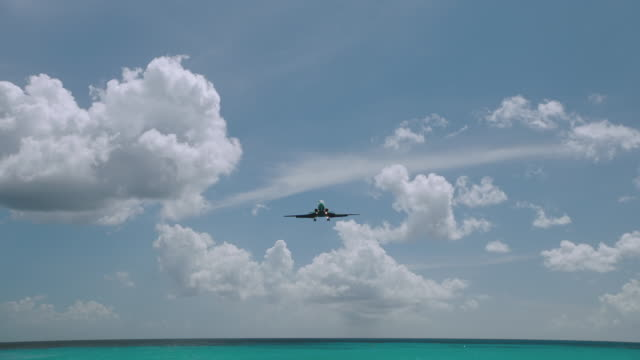 WS PAN Airplane flying over Maho Beach / St. Maarten
