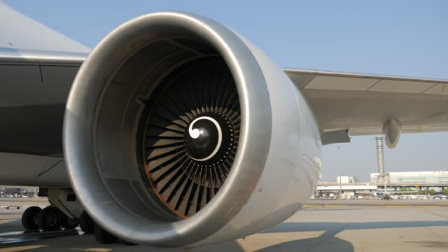 Airplane turbo engine