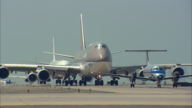 MS, Airplanes taxiing on tarmac, Los Angeles International Airport, Los Angeles, California, USA