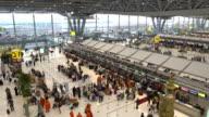4 K VDO: Flughafen Reisende Menschen