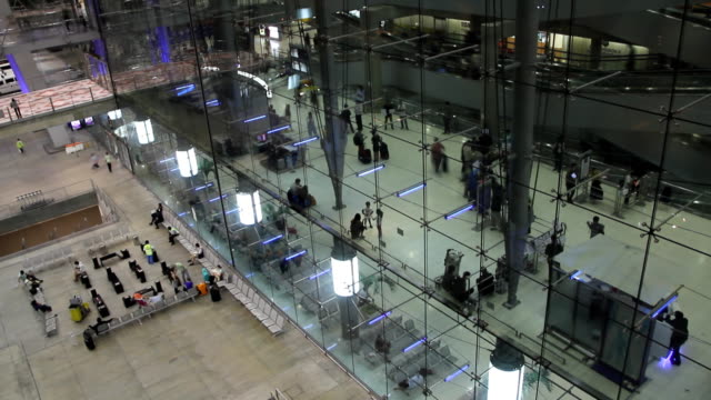 Airport travelers (Time lapse)