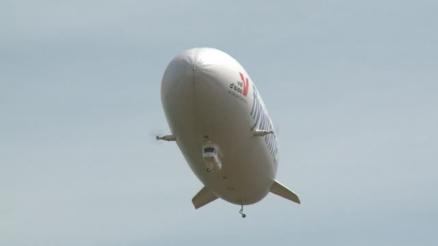 Airship Paris launches its first commercial zeppelin flights in the blue skies above the Val dOise region CLEAN Commercial zeppelin flights take off...