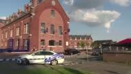 Al grito de de Allahu Akbar Dios es grande en arabe un hombre ataco con machete a dos mujeres policias en Charleroi al sur de Belgica antes de ser...