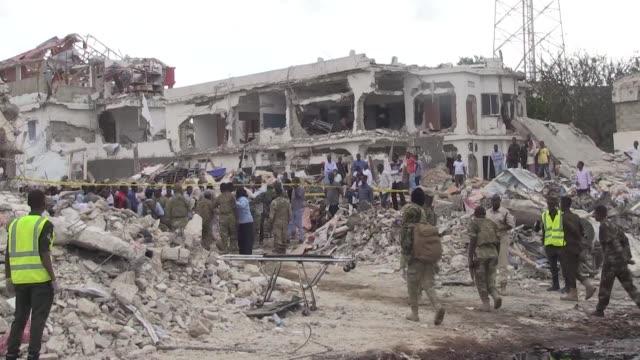Al menos 137 personas murieron y 300 resultaron heridas en el atentado con un camion bomba ocurrido el sabado en Mogadiscio en lo que ya es el ataque...