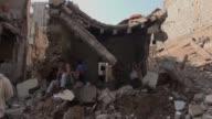 Al menos 20 civiles murieron el miercoles por la noche en ataques aereos de la coalicion arabe contra un barrio de la ciudad portuaria de Hodeida...