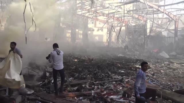 Al menos 82 personas murieron y 534 resultaron heridas el sabado en Sana Yemen durante un bombardeo aereo aseguran los rebeldes chiitas huties y que...