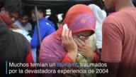 Al menos 97 personas murieron en un potente sismo que golpeo el miercoles la isla indonesia de Sumatra donde los socorristas seguian extrayendo...