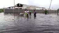 Al menos trece personas murieron y unas 700 han sido rescatadas por autoridades luego del devastador paso el miercoles del huracan Maria por Puerto...