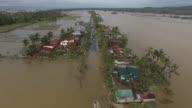 Al menos tres personas murieron en Filipinas por el potente tifon Nock Ten que golpeo el archipielago el dia de Navidad y amenazaba el lunes Manila...