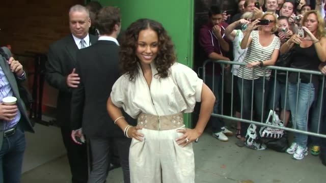 Alicia Keys poses for photographers as she departs 'Good Morning America' in New York 09/26/11