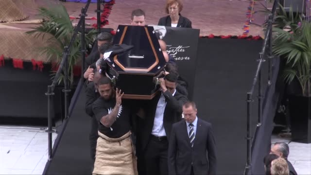 All Black greats unite to pay tribute to Jonah Lomu with a powerful haka as thousands of fans packed a memorial service at New Zealand rugbys...