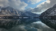 HYPERLAPSE along Lake Hallstatt in winter 2