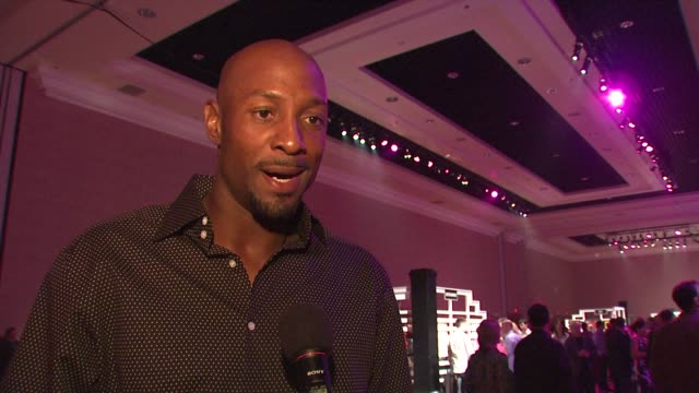 Alonzo Mourning on being at Tiger Jam what he thinks of the work that the Tiger Woods Foundation is doing for kids how the message 'anything is...