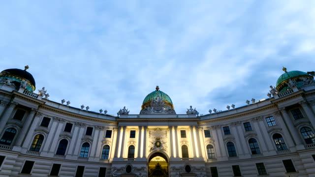 Alte Burg Wien-Zeitraffer von Tag zu Nacht
