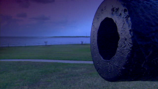 CU American Civil War vintage cannon mouth w/ grass land Charleston Harbor BG Defense Federal fort Confederate Union South North slavery abolitionists