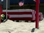 Amerikanische Flagge/Militär Coffins, Zoom In