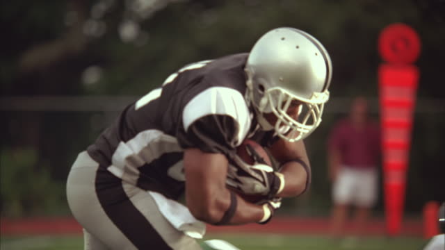 SLO MO, MS, PAN, American football players in action, Staten Island, New York, USA