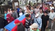 Amigos y parientes dicen adios a Jose Francisco Guerrero de quince anos uno de los 47 venezolanos que han muerto en el contexto de las...
