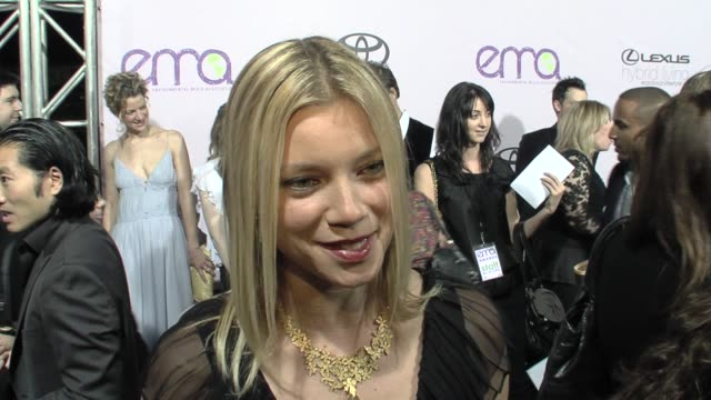 Amy Smart on her ecofriendly dress going green at the The 18th Annual ENVIRONMENTAL MEDIA AWARDS Benefiting the Environment at Los Angeles CA