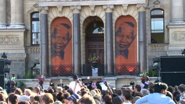 An interfaith service was held on Friday to commemorate the death of former South African President Nelson Mandela outside City Hall in Cape Town...