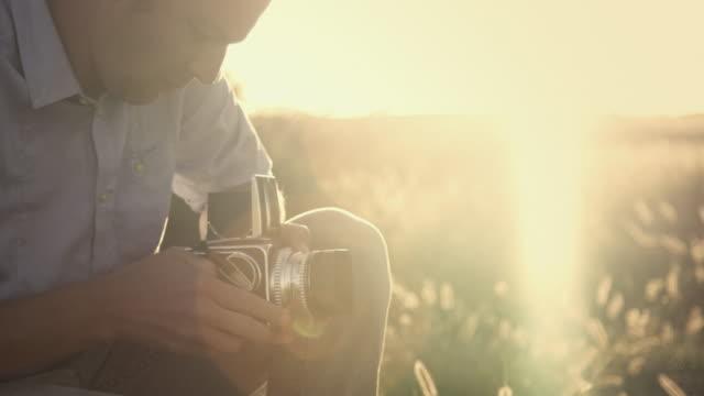 Analog Fotograf im Feld