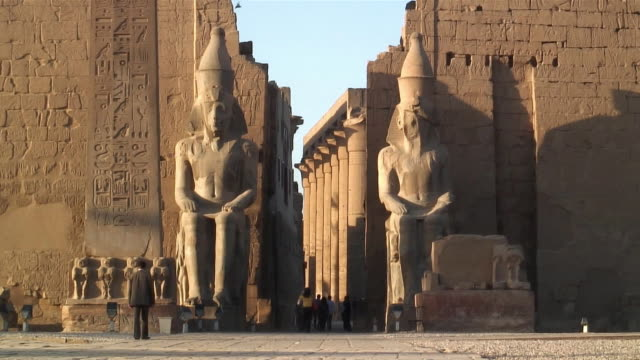 WS Ancient statues in front of Karnak temples / Luxor, Egypt