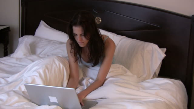 (HD1080i) Angry Email.  Wireless Communication / Work in Bed