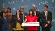 Anne Hidalgo alcaldesa de Paris anuncio el martes que la ciudad abrira su primer centro de ayuda y acogida transitoria para refugiados como solucion...