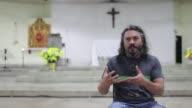 Antes de que el papa Francisco pidiera sacerdotes que tuvieran contacto con las periferias el sacerdote colombiano Juan Carlos Velasquez ya...