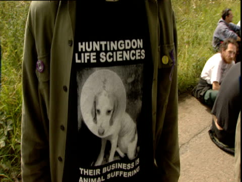 AntiHuntingdon Life Sciences protestor wears tshirt showing laboratory dog Huntingdon 2000