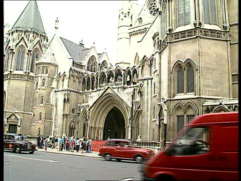 Appeal court judgement on anorexia treatment NAO London Strand LAGV Law Courts Allan Levy QC arriving at court PAN RL