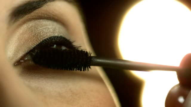 HD: Applying Mascara