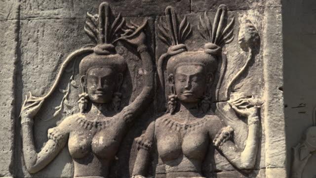 ZI / Apsara relief at Angkor Wat temple