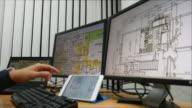 Architekten bei der Arbeit mit plan mit computer