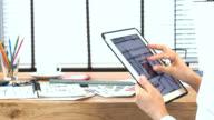 Architekt & Innenarchitekt arbeiten mit tablet