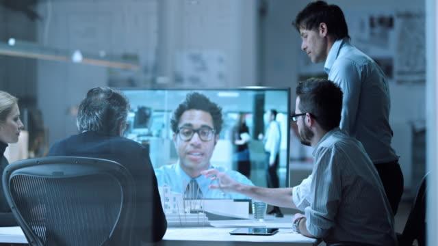 DS architecten op videovraag met een collega