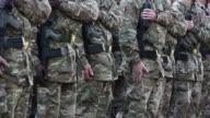 Army Soldiers spostare le loro armi-HD & PAL